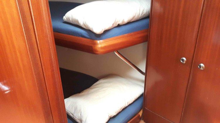 Discover Saronic Gulf surroundings on this cruiser Bavaria boat