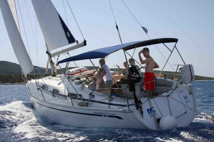 This 34.0' Bavaria Yachtbau cand take up to 6 passengers around Cyclades