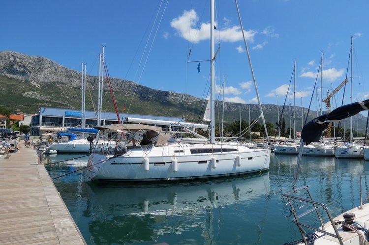 This 46.0' Bavaria Yachtbau cand take up to 9 passengers around Split region