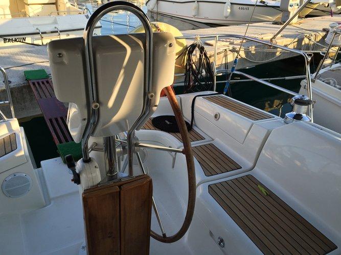 Discover Split region surroundings on this Oceanis Clipper 373 Bénéteau boat