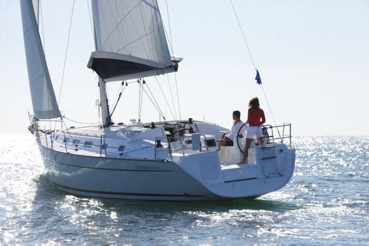 Discover Ionian Islands surroundings on this Cyclades 43.4 Bénéteau boat