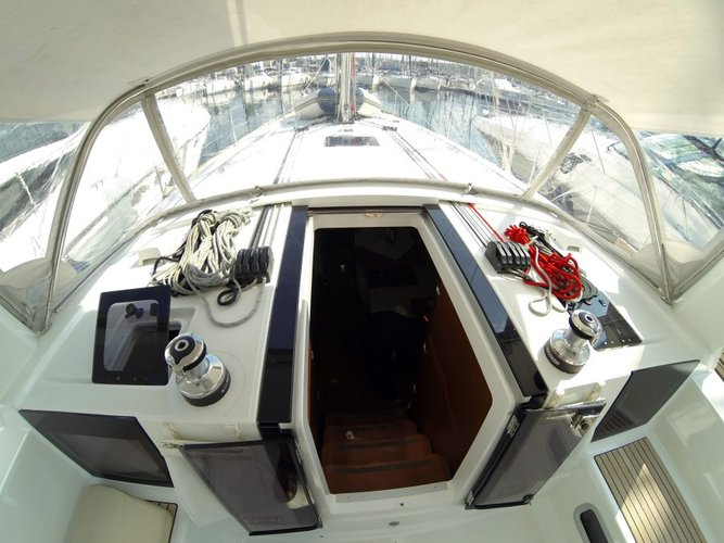 Discover Šibenik region surroundings on this Oceanis 45 Bénéteau boat