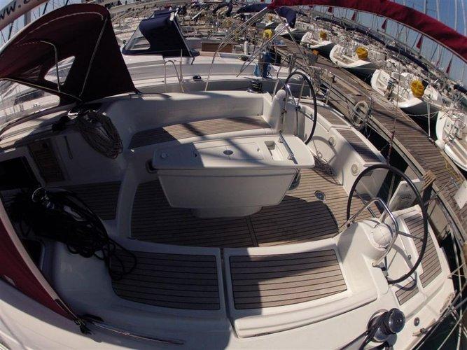 This 46.0' Bénéteau cand take up to 10 passengers around Zadar region