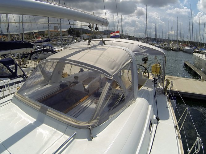 Discover Šibenik region surroundings on this Oceanis 50 Family Bénéteau boat