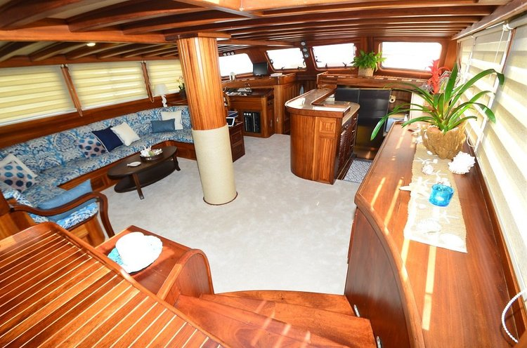 Classic boat for rent in