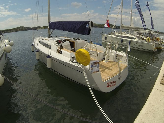 Discover Šibenik region surroundings on this Grand Soleil 39 Cantiere Del Pardo (Grand Soleil) boat