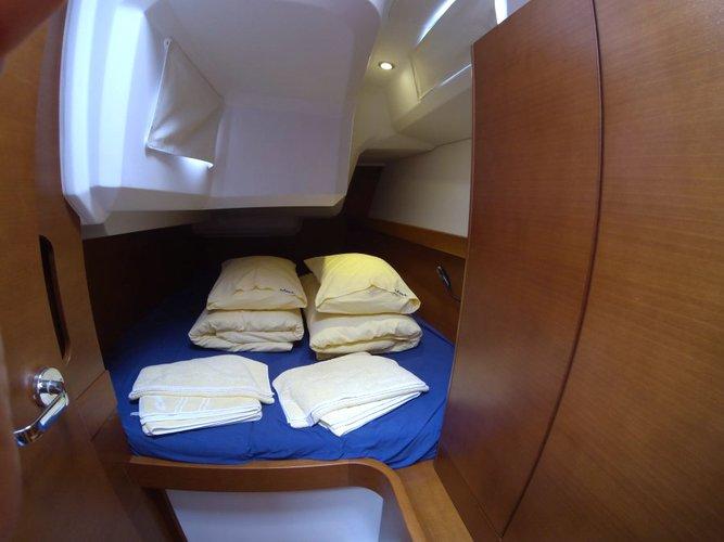 This 38.0' Cantiere Del Pardo (Grand Soleil) cand take up to 8 passengers around Šibenik region