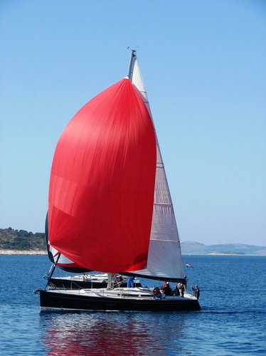 This 43.0' Cantiere Del Pardo (Grand Soleil) cand take up to 8 passengers around Šibenik region