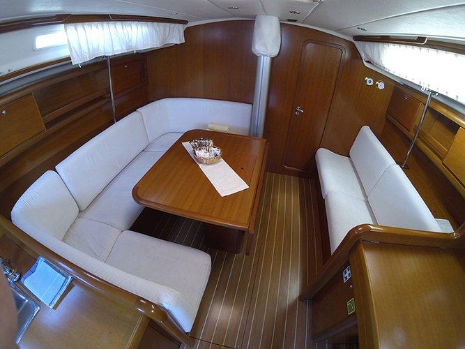 This 45.0' Cantiere Del Pardo (Grand Soleil) cand take up to 8 passengers around Šibenik region