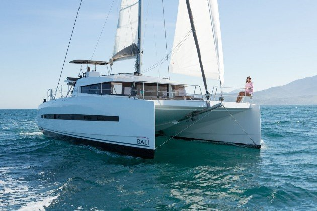 Take this Catana Bali 4.5 for a spin !