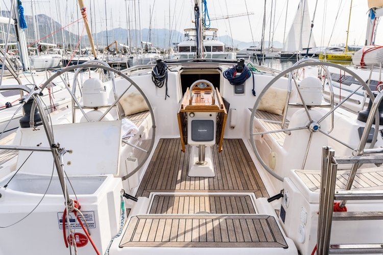 This 45.0' Dufour Yachts cand take up to 10 passengers around Split region