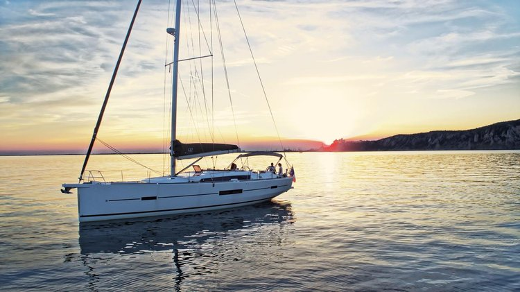 Up to 11 persons can enjoy a ride on this Dufour Yachts boat