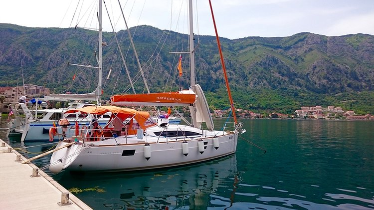 This 39.0' Elan Marine cand take up to 8 passengers around Montenegro
