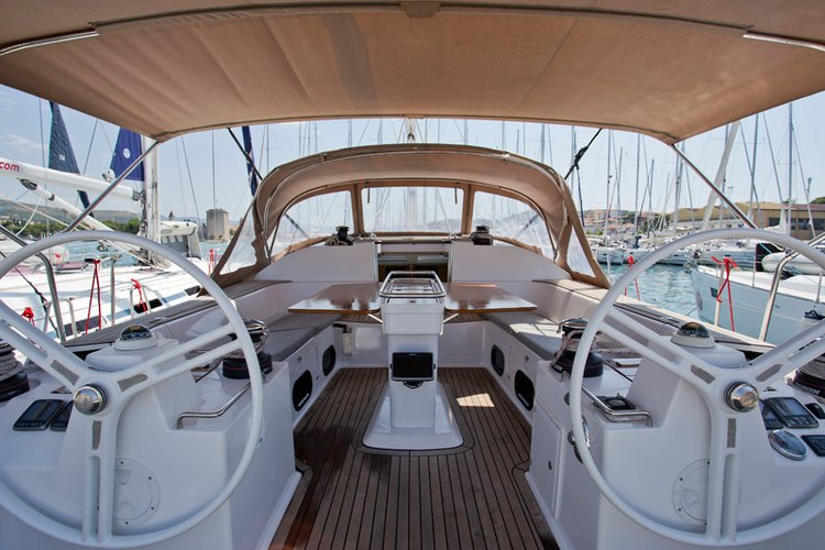 This 48.0' Elan Marine cand take up to 10 passengers around Split region