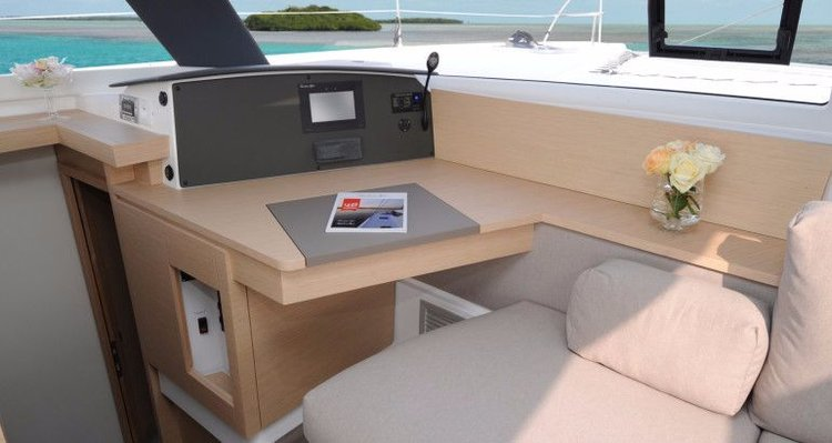 This 43.0' Fountaine Pajot cand take up to 8 passengers around Cyclades