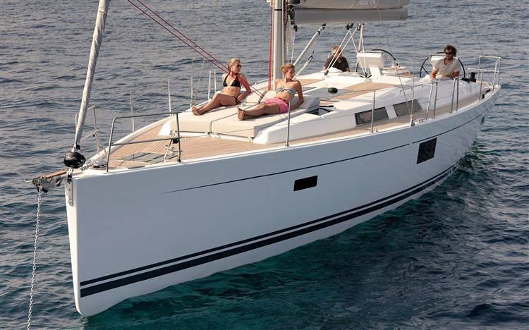 This 45.0' Hanse Yachts cand take up to 10 passengers around Split region