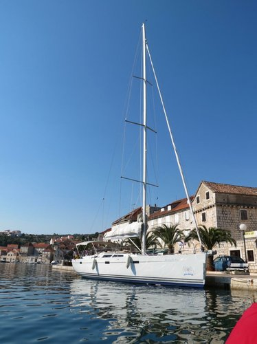This 46.0' Hanse Yachts cand take up to 8 passengers around Split region