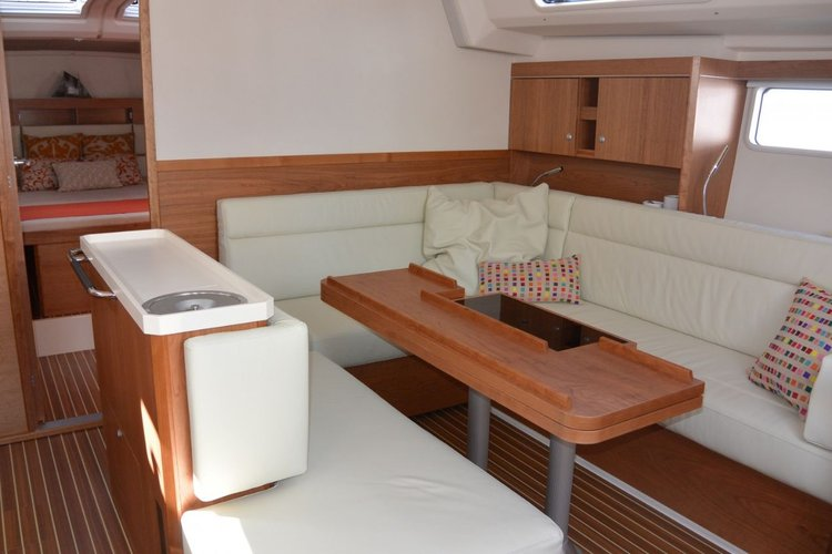 This 50.0' Hanse Yachts cand take up to 11 passengers around Split region