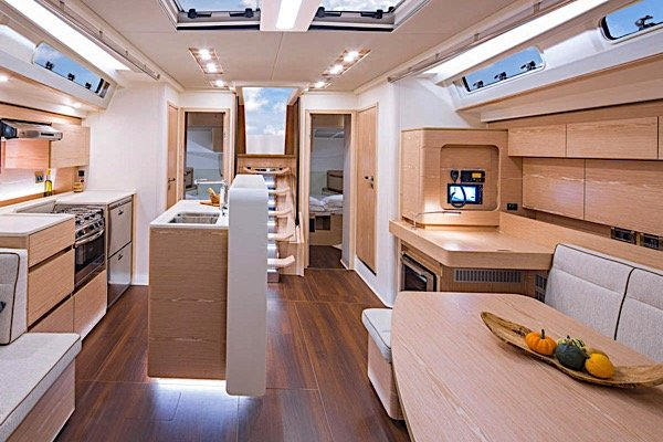 Up to 12 persons can enjoy a ride on this Hanse Yachts boat
