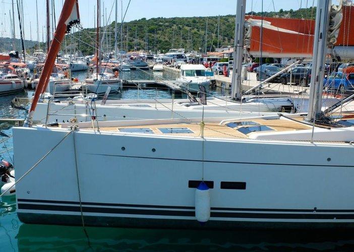 This 56.0' Hanse Yachts cand take up to 10 passengers around Split region