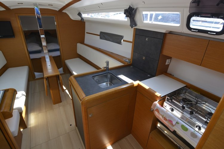 Discover Dubrovnik region surroundings on this Sun Odyssey 349 Jeanneau boat