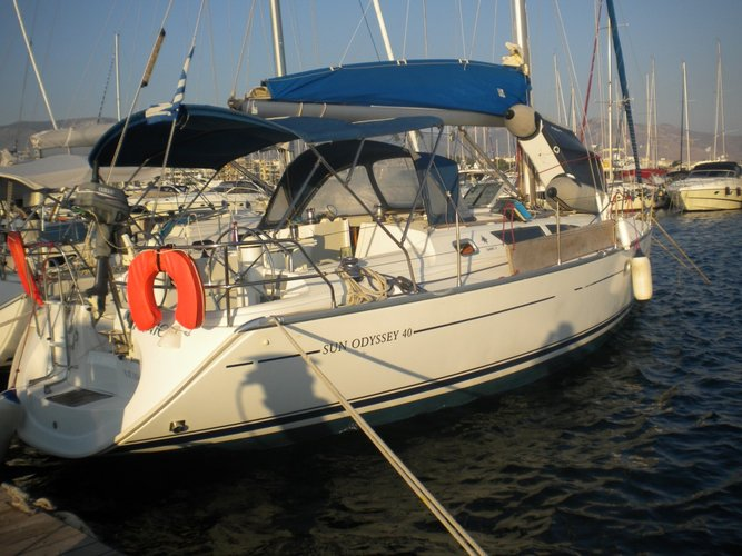 Take this Jeanneau Sun Odyssey 40 for a spin !