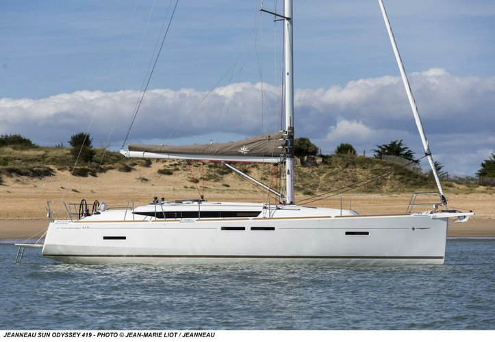 Discover Ionian Islands surroundings on this Sun Odyssey 419 Jeanneau boat
