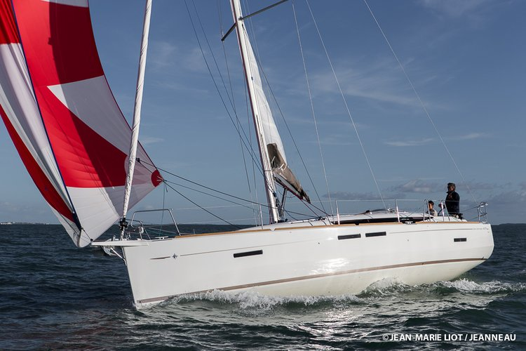 Jump aboard this beautiful Jeanneau Sun Odyssey 419