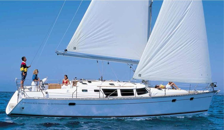 Get on the water and enjoy  in style on our Jeanneau