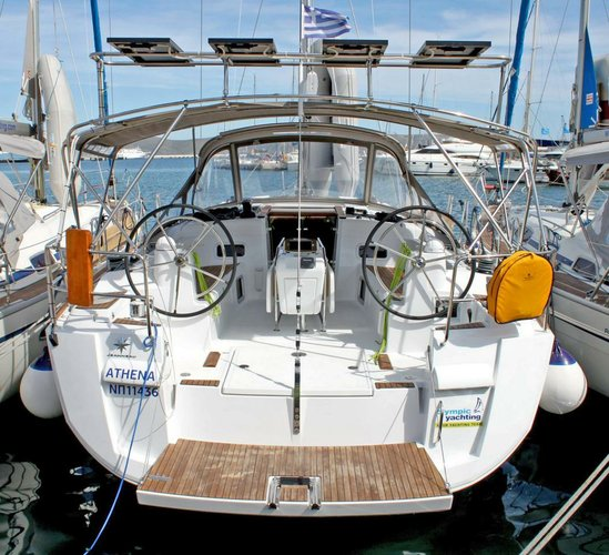 Discover Cyclades surroundings on this Sun Odyssey 479 Jeanneau boat