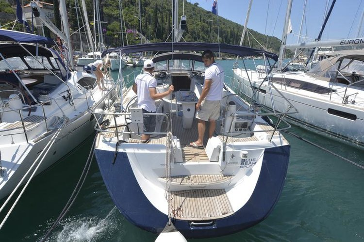 Discover Dubrovnik region surroundings on this Sun Odyssey 49 DS Jeanneau boat