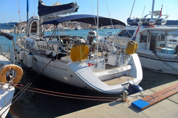 Enjoy luxury and comfort on this Jeanneau in Šibenik region