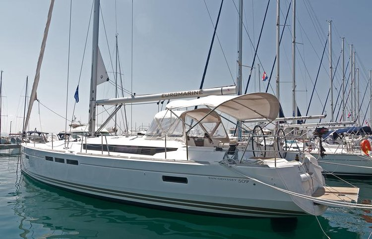 This 50.0' Jeanneau cand take up to 12 passengers around Split region
