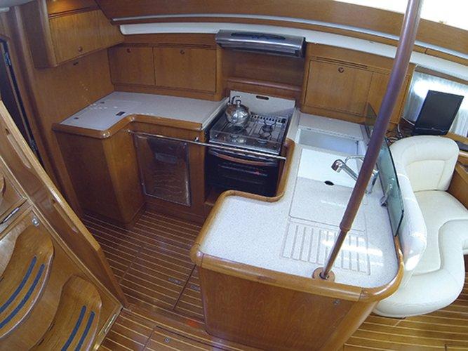 Jeanneau boat for rent in Šibenik region