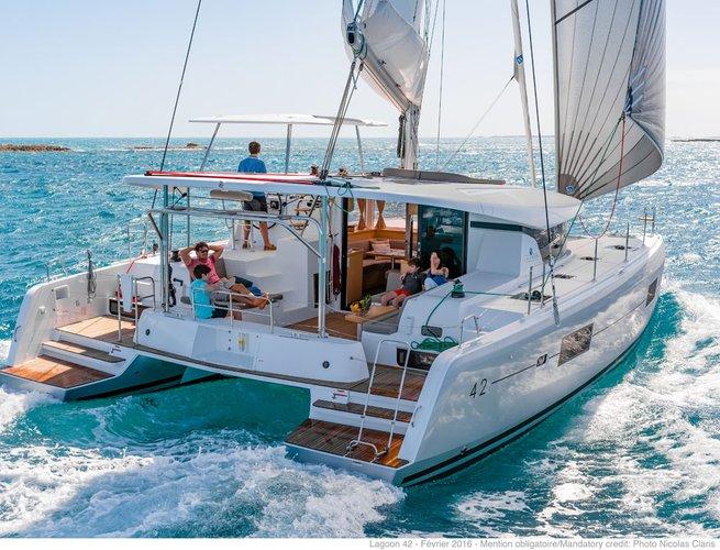 Beautiful Lagoon-Bénéteau ideal for sailing and fun in the sun!