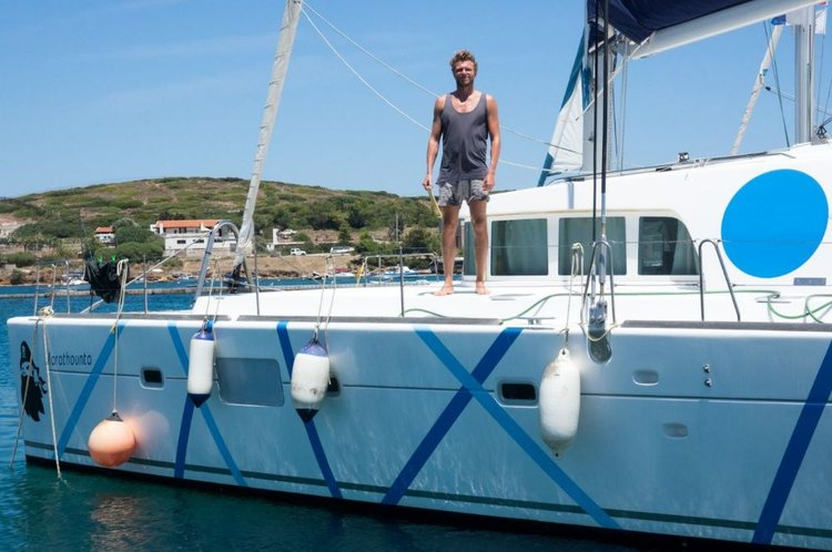 Discover Cyclades surroundings on this Lagoon 500 Lagoon-Bénéteau boat