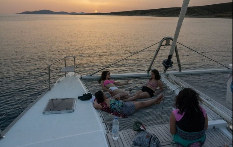 This 50.0' Lagoon-Bénéteau cand take up to 10 passengers around Cyclades