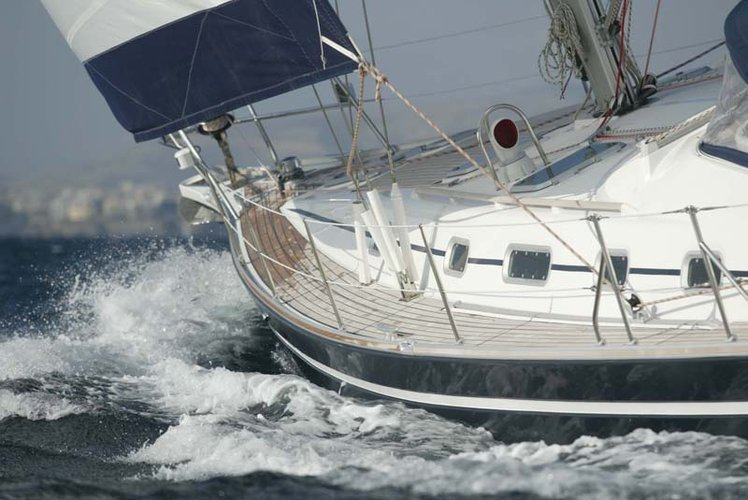 This 52.0' Ocean Star cand take up to 10 passengers around Cyclades