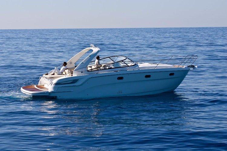 This 35.0' Bavaria Yachtbau cand take up to 6 passengers around Tuscany