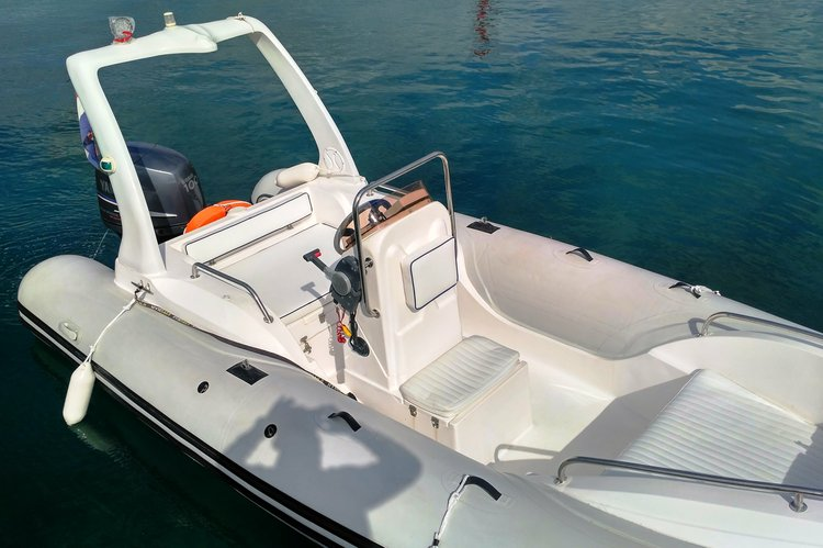 Discover Split region surroundings on this 580B Bural boat