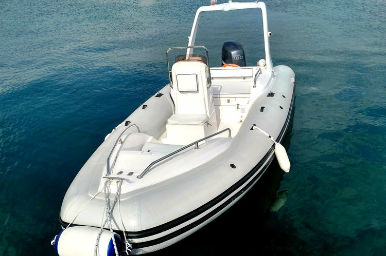 This 19.0' Bural cand take up to 7 passengers around Split region