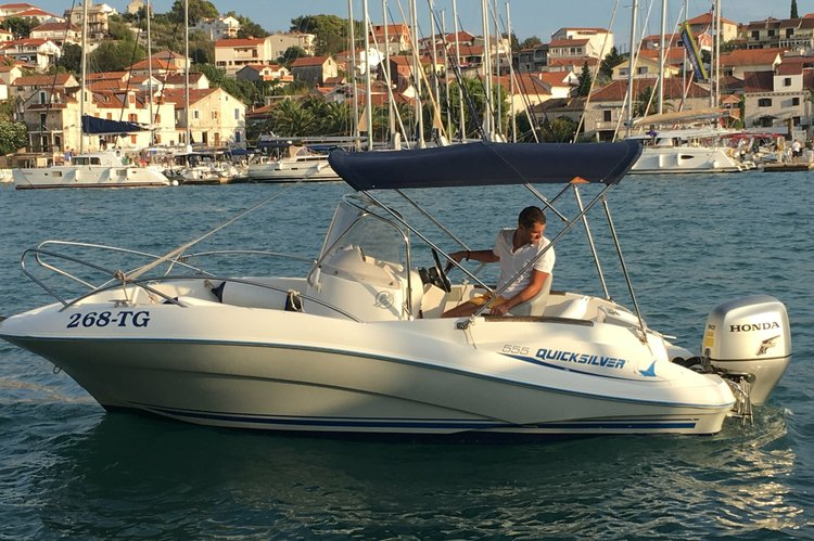 This 17.0' quicsilver cand take up to 6 passengers around Split region