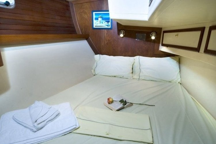 Up to 10 persons can enjoy a ride on this Motorsailer boat
