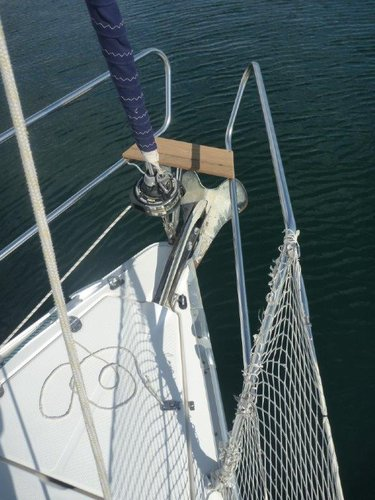 This 31.0' Bavaria Yachtbau cand take up to 6 passengers around Šibenik region
