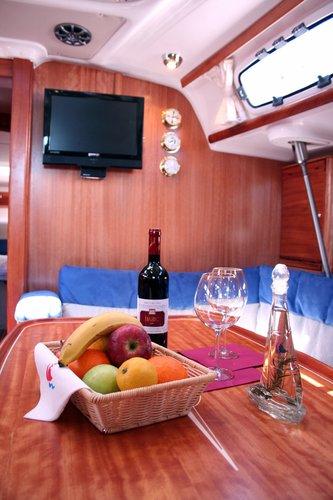 This 47.0' Bavaria Yachtbau cand take up to 9 passengers around Šibenik region