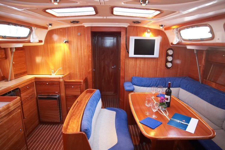 This 47.0' Bavaria Yachtbau cand take up to 9 passengers around Šibenik region