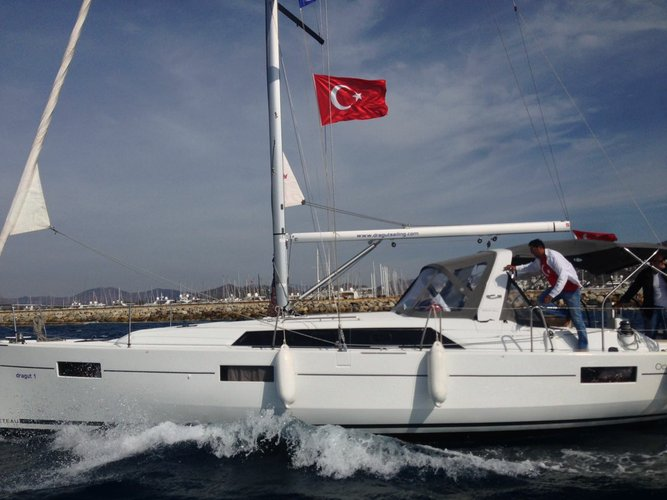 Discover Aegean surroundings on this Oceanis 41.1 Bénéteau boat