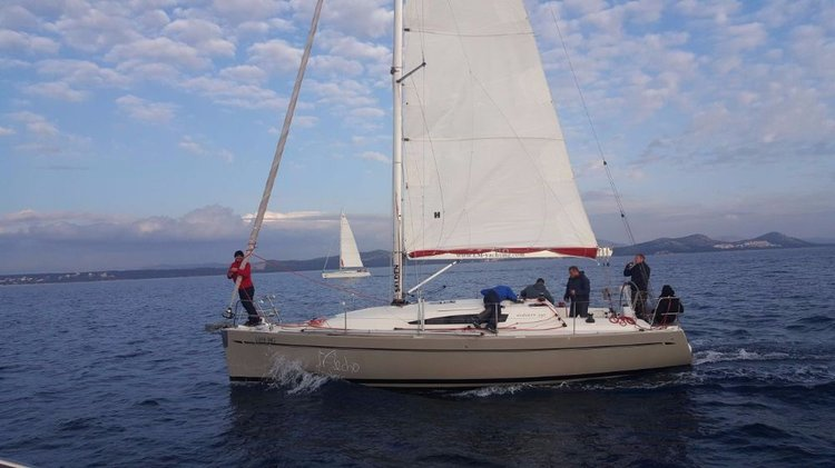 This 32.0' Elan Marine cand take up to 6 passengers around Zadar region