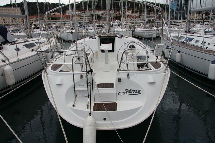 Discover Split region surroundings on this Sun Odyssey 40 Jeanneau boat