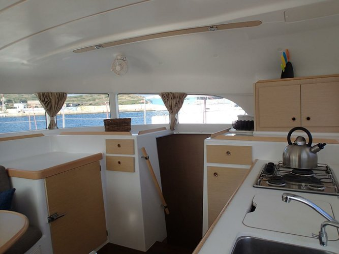 This 37.0' Lagoon-Bénéteau cand take up to 8 passengers around Cyclades